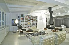 30 Eye-Catching Interiors Featuring The Iconic Eames Lounge Chair - http://freshome.com/2012/06/12/30-eye-catching-interiors-featuring-the-iconic-eames-lounge-chair/