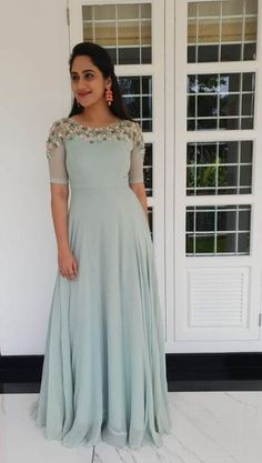 New ideas fashion outfits party blouses Gown Party Wear, Party Wear Indian Dresses, Indian Gowns Dresses, Indian Fashion Dresses, Indian Designer Outfits, Event Dresses, Long Gown Dress, Lehnga Dress, Frock Dress