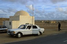 A police checkpoint in the suburbs of Laayoune. ◆Western Sahara - Wikipedia https://en.wikipedia.org/wiki/Western_Sahara #Western_Sahara