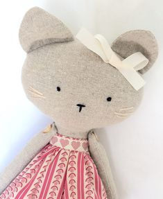 Handcrafted dolls and animals to treasure by Taffetta Chat Origami, Handmade Stuffed Animals, Stuffed Animal Cat, Fabric Animals, Fabric Toys, Cat Doll, Sewing Toys, Free Sewing, Cute Toys