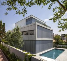A Concrete Cut House Project by Pitsou Kedem Architects and set in Ramat Gan in Israel is a masterpiece of modern minimalist house design in concrete & glass Modern Minimalist House, Modern House Design, Modern Houses, Villas, Pitsou Kedem, Concrete Structure, Home Projects, Interior Architecture, Interior Design