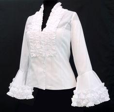 Esta camisa flamenca mujer está diseñada con manga larga con volantes. Cierre delantero con botones. Disponible en colores blanco, rojo, negro y beige Flamenco Costume, Formal Blouses, Dress Making Patterns, Romantic Outfit, Frill Dress, Special Dresses, Business Casual Outfits, Beautiful Blouses, Retro Outfits
