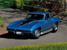Buying a Classic Corvette Stingray? Get expert buying advice on driving, performance, equipment, comfort, and the see latest Corvette Stingrays for sale. Corvette Stingray For Sale, Old Corvette, Classic Corvette, Chevrolet Corvette Stingray, Corvette Summer, Classic Chevrolet, Cars Land, Us Cars, Chevy