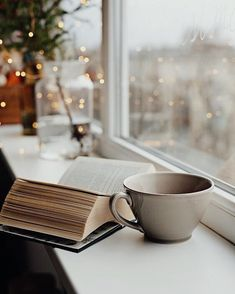 studying-school-cozy-learning-working-hard-glasses-cosy-candles-tea/ - The world's most private search engine Autumn Aesthetic, Book Aesthetic, Christmas Aesthetic, Pause Café, Coffee And Books, Book Photography, Fashion Photography, Bookstagram, Coffee Time