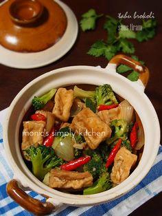 Tahu Brokoli Saus Tiram Indonesian Food, Indonesian Recipes, Nasi Lemak, Asian Recipes, Ethnic Recipes, Tasty, Yummy Food, Diy Food, Chinese Food