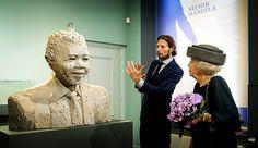 Prinses Beatrix bij opening tentoonstelling Held op Sokkel (fotoserie) - Koninklijk huis - Reformatorisch Dagblad