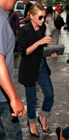 long black blazer, dark cuffed jeans & pointed heels