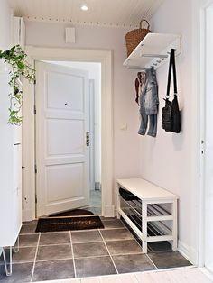 Boho Deco Chic: Living in Stockholm! Home Entrance Decor, Entryway Decor, Bedroom Decor, Home Decor, Home Room Design, Decor Interior Design, House Design, Hallway Furniture, Home Furniture