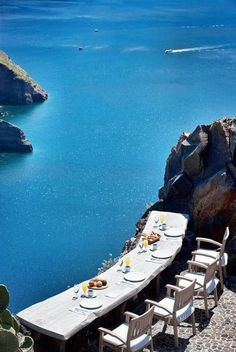 Outdoor dining in Santorini, Greece-Get your perfect Travel Plan for Santorini at www.Guidora.com