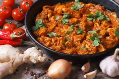 This Indian style dish includes pan-seared white chicken breast, cauliflower, peas & rice all slow cooked in a flavorful Tikka Masala sauce. Chicken Tikka Curry, Chicken Tikka Masala Rezept, Butter Chicken Curry, Chicken Masala, Tikka Masala Sauce, Garam Masala, Masala Curry, Vindaloo, Salads