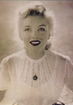 Johanna Martin uploaded this image to 'Marilyn Monroe'. See the album on Photobucket.