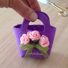 Suscríbete Aidalb arts YouTube Diy Arts And Crafts, Paper Crafts, Diy Crafts, Felt Crafts Patterns, Felt Purse, Felt Art, Felt Ornaments, Doll Accessories, Needle Felting