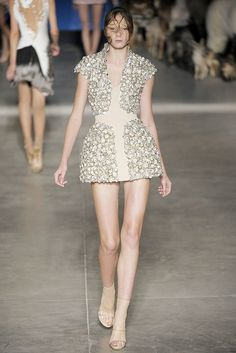 Alexander McQueen Spring 2009 Ready-to-Wear Fashion Show - Irina Kulikova