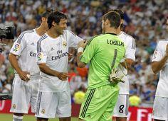 Casillas quiso que Raúl llevase el brazalete de capitán.