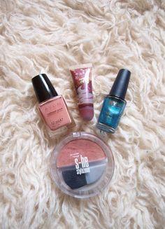 Kupuj mé předměty na #vinted http://www.vinted.cz/kosmetika-a-prislusenstvi/dekorativni-kosmetika-kosmetika/13690967-sada-dekorativni-kosmetiky-dva-nove-laky-tvarenka-a-lesk-na-rty