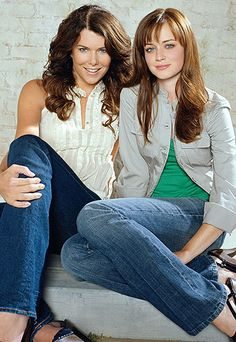 Lauren Graham reveals 'there's nothing standing in the way' of a Gilmore Girls film as she reunites with on-screen daughter Alexis Bledel Rory Gilmore, Gilmore Girls Movie, Gilmore Girls Fashion, Gilmore Girls Seasons, Lying Game, Tv Star, Netflix, Cinema Tv, Anos 60