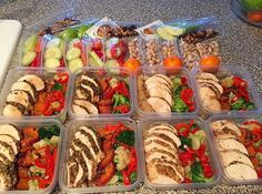 AMAZING job on this meal prep by @helloboxxie -- she has meals and snacks portioned out and ready to go. - Meal prepping is not just about having your meals ready, but also snacks portioned out!  Download @mealplanmagic for ideas on both and total control. -