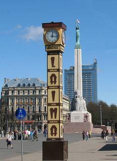 CLOCK~Brivibas Piemineklis un Laimas pulkstenis