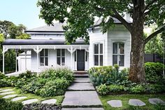 The owners of this Villa wanted a traditional garden out front, but relaxed and meandering, not just a stiff Victorian garden with hedging. Photos by: Derek Swalwell. Victorian Homes Exterior, Cottage Exterior, Weatherboard House, Queenslander, Victorian Gardens, Victorian Era, Victorian Front Garden, Edwardian House, Traditional Landscape