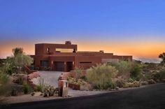 Arizona desert home blurs indoor-outdoor boundaries