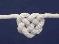 Learn how to tie a Celtic heart knot to be used in a Celtic Heart Knot Garland for decor, gift-wrapping, or a fun kid's craft. We've made our Celtic heart knots from Paracord, an inexpensive item available in so many colors! Cute Crafts, Crafts To Do, Arts And Crafts, Diy Crafts, Diy Projects To Try, Craft Projects, Craft Ideas, Diy Ideas, Celtic Heart Knot