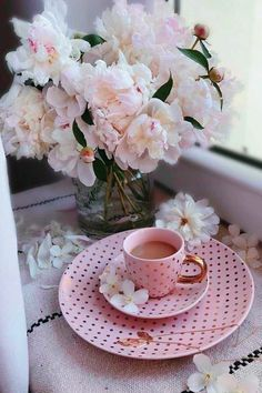 Good Morning Coffee, Coffee Break, Hot Chocolate Gif, Birthday Greeting Message, Pastel Roses, Breakfast Tea, Coffee And Books, Rose Cottage, Coffee Cafe