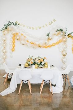 Modern gold and white New Year's Eve inspiration | 100 Layer Cake | Bloglovin'