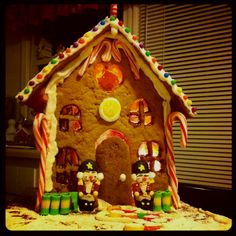 Sweet gingerbread house with actual lights inside :)