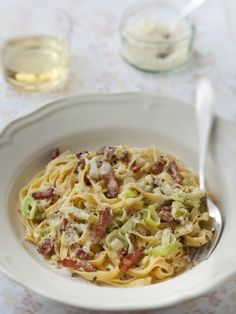 Tagliatelle with cream of leeks - Yummy Food Recipes Pasta Recipes, Dinner Recipes, Cooking Recipes, Healthy Recipes, Tagliatelle Recipes, Food Porn, Salty Foods, Food Tags, Comfort Food