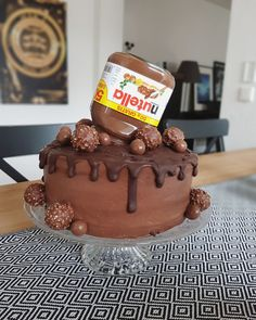 For the birthday there is a Nutella cake! It consists of chocolate batter, filled with a cream cheese nutella […] Cinnamon Cream Cheese Frosting, Cinnamon Cream Cheeses, Torte Nutella, Nutella Creme, Flaky Pastry, Mince Pies, Pumpkin Spice Cupcakes, Easy Cake Recipes, Homemade Desserts