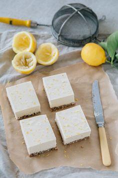Raw Vegan Lemon Squares (Refined Sugar-Free and GF) Raw Vegan Lemon Slice by The Minimalist Vegan. Perfect as a vegan afternoon treat or dessert. If you love citrus desserts, you'll love this. Raw Dessert Recipes, Raw Vegan Desserts, Raw Vegan Recipes, Vegan Treats, Gluten Free Desserts, Vegan Raw, Recipe Treats, Vegan Food, Vegan Lemon Bars