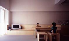壁際の有効利用として、ウォールベンチはいかがでしょう? 食卓として使えることはもちろん、窓辺に配して外を眺めることができるリラックススペース、本棚の近くで読書スペース、お茶をしたり、荷物を置けたり。活用法はさまざま。 お部屋と統一感を出すことができ、すっきりとしていながら実用的なウォールベンチ。 さまざまな事例をみながら、ぴったりのウォールベンチを探してみませんか?