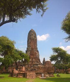 Ayutthaya, est l'ancienne capitale de la Thaïlande. Une escale idéale pour ceux qui sont férus d'histoires et de ruines. Suivez le guide !