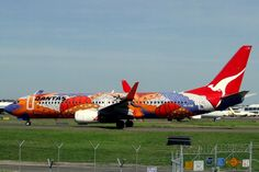 Qantas' Boeing 737-800 'Yananyi Dreaming' at Sydney Airport in Australia. Digital image of VH-VXB taken by YSSYguy on 5 January 2007
