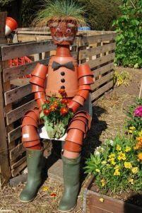 Unique DIY Garden Scarecrow Ideas Unique funny and creative diy scarecrow ideas for your garden, Make A Scarecrow, Scarecrow Ideas, Scarecrow Fest, Garden Club, Garden Art, Garden Ideas, Tower Garden, Garden Crafts, Scarecrows For Garden