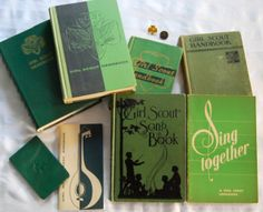 I have a modest collection of Girl Scout memorabilia.some of the things belonged to me as a scout (my original Girl Scout Pin, World Tr. Girl Scout Troop, Boy Scouts, Vintage Children's Books, Vintage Girls, Vintage Stuff, Girl Scouts Of America, Scout Books, Scout Camping, Girls Rules