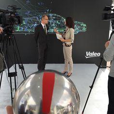 Unsere Moderatorin Sarah Elßer im Einsatz beim Zulieferer Valeo!#valeo #iaa2015 #innovation #technik #instakugel #automotive #videodreh #motordialog