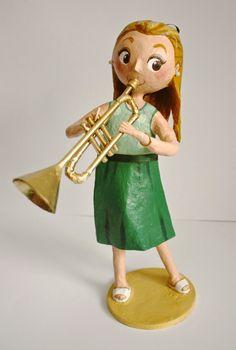 Otro encargo de Ángeles!!! Ésta vez para su sobrina de parte de sus padres. Una trompetista!!! Como siempre empiezo con los materi...