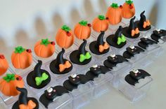 Caixa acrílica Halloween Por Rafaela Pereira https://www.facebook.com/photo.php?fbid=634666140037794&set=a.362195307284880.1073741855.100004832409515&type=3