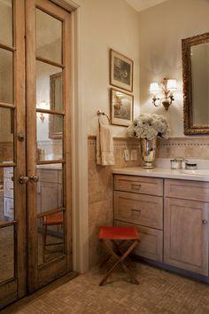 Elegant and rustic bathroom in this NY loft apartment #bathroom