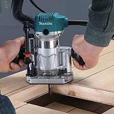 Makita RT0700CX2J Oberfräse und Trimmer Woodworking Books, Fine Woodworking, Woodworking Techniques, Bosch Router Table, Wood Router Reviews, Best Wood Router, Makita Power Tools, Bosch Professional, Woodworking Tools