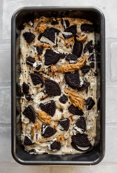 This no churn peanut butter oreo ice cream is the dessert of the summer! Creamy no-churn peanut butter ice cream that is super easy to throw together, swirled with crunchy crushed oreos and dollops of peanut butter. It is so, so delicious! Oreo Ice Cream, Peanut Butter Ice Cream, Chocolate Peanut Butter, Homemade Desserts, Fun Desserts, Delicious Desserts, Dessert Recipes, No Churn Ice Cream, Coffee Ice Cream