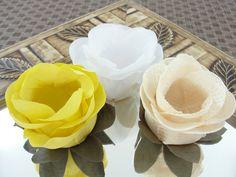 Forminhas de Doces Mais Formosa feitas de tecido em formato de flores (Branca / Amarela / Renda Creme).