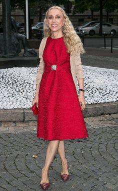 Franca Sozzani Best Dressed in red jacquard dress + neutral cardigan + pointy jacquard pumps, front-row at Miu Miu Resort Resort 2015, Older Women Fashion, Over 50 Womens Fashion, Miu Miu, Neutral Cardigans, Fashion Moda, Fashion Trends, Jacquard Dress, Fashion Seasons