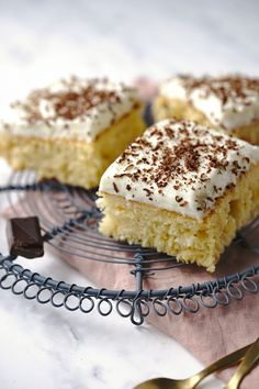 Buchta na plech – ananasové řezy s pudinkem a kokosem Sponge Cake, Tiramisu, Sweet Tooth, Cheesecake, Treats, Ethnic Recipes, Desserts, Food, Cakes