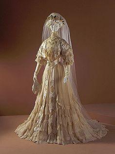 Elaborate 1907 Worth wedding gown