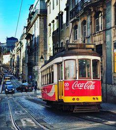 Los #tranvias en #Lisboa te transportan al #pasado. #Lisbon takes you back to the #past #portugal #travel #travelphoto #transport #igersportugal #igers #visitlisbon #visitportugal
