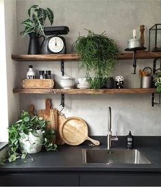Rustic kitchen shelving with a touch of green Boho Kitchen, Rustic Kitchen, New Kitchen, Kitchen Interior, Kitchen Decor, Kitchen Artwork, Sweet Home, Kitchen Shelves, Open Shelves