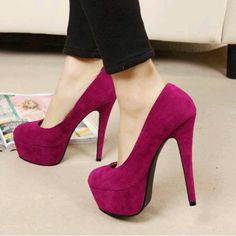 So love this high heeled shoes | www.ScarlettAvery.com