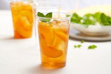Make something extra special for sipping with our Mint-Peach Tea recipe. Sure, you could make regular, everyday iced tea, but is that any way to mark a special occasion? Kraft Recipes, Tea Recipes, Holiday Recipes, Cocktail Recipes, Low Calorie Drinks, Calorie Diet, Lemon Drop Drink, Peach Ice Tea, Fresh Mint Leaves